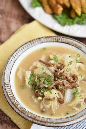 濃厚な味噌バター味が食欲をそそるスープです。キャベツたっぷりで食べ応えがあるのも◎体調が優れない時もこのスープを飲めば元気が出そう!