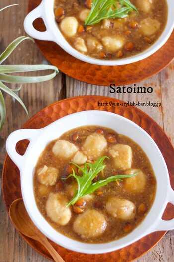 ごろっとした里芋となめこがたっぷり入った一品です。柔らかく煮込んだ里芋は、あんとよく絡んでとってもおいしい!お腹の中から温まりますね。