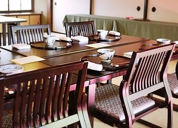 カジュアルにお食事を楽しめる椅子席や、お集まりにふさわしいお座敷のある個室や離れなど、シーンに合わせて選ぶことができるのも魅力。