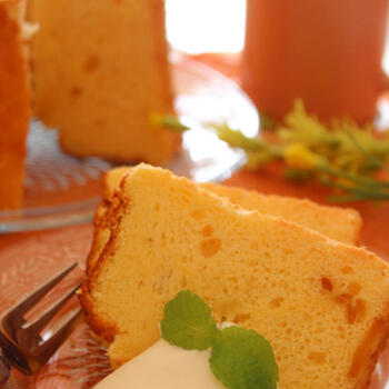 ゆず茶が残ってしまったときなどにもおすすめのシフォンケーキのレシピ。生クリームを添えて、リッチな気分のティータイムを過ごしましょう。