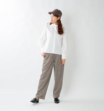 「kelen(ケレン)」のパンツは、程よいワイドシルエットがきれいめコーデにマッチします。身体のラインを拾わないので、いつでも気軽に穿ける頼りになるアイテムです。グレンチェックでコーデにマニッシュな雰囲気をプラスしてくれます。