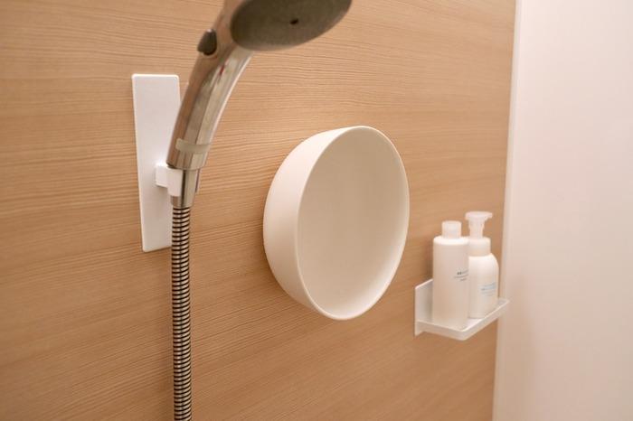 数百Lの水をためておける浴槽は、防災対策としてぜひ活用したいもの。  入浴直後にお風呂掃除をするご家庭も多いかと思いますが、「防災」という面ではできればお風呂掃除は「入浴直前」(或いは、家族全員が留守になる登校・出勤前など)のタイミングにして、入浴後はお湯をためておくのが理想です。