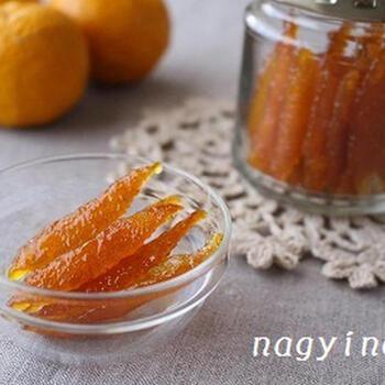 ピールは、一度作ったら冷凍保存しておけばかなり持ちます。オレンジピールやレモンピールの代わりにも使えます。温かい甘酒などに浮かべて、風味アレンジもいいかも。