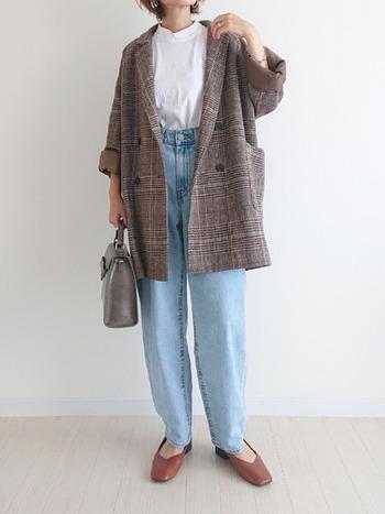 かっちりしたテーラードジャケットもマニッシュなアイテムの一つ。ビッグシルエットでダブルのデザインのものを選ぶと、旬な印象も加えられますよ。