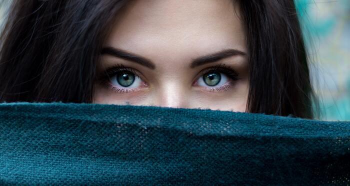 毛穴とシワ、それぞれ関係が無さそうに見えますが、実は「毛穴のたるみ」が原因でシワができてしまうことがあるんです。
