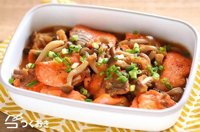 大根おろしが入った、消化にいいみぞれ煮。鮭としめじの食感と香りがおいしい。食べるとホッとする和のおかずです。