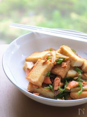 鮭が余ったときつくりたい副菜。穂先メンマを加えてちょっぴりピリ辛に仕上げると、ビールにも合うおつまみにもなります。