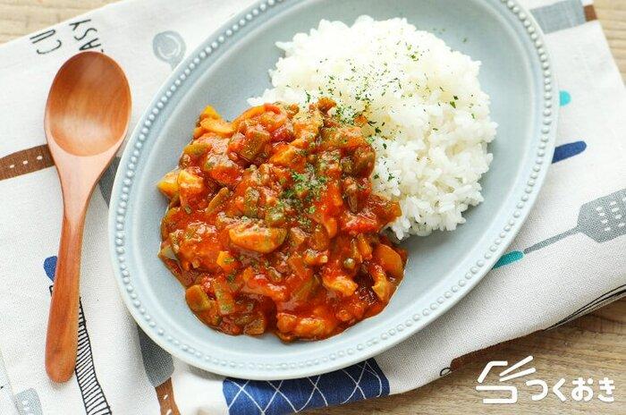 トマト缶をプラスしたトマトカレーは、トマトの酸味とあっさりとした味わいを楽しむことができます。トマト缶を使うのでお手軽。いつもと少し気分を変えたい時にぜひお試しを!