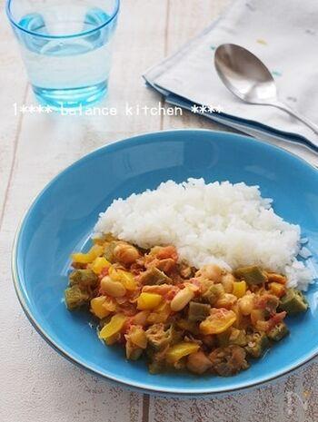 めんつゆとカレー粉で作る和風カレーは、とろみがなくてあっさりとした味わい。具材はたっぷり野菜とツナを使うので、かなりヘルシーです。