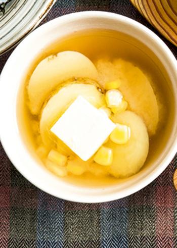 じゃがバターと味噌が相性がいいなら、お味噌汁もアリですね。味噌スープのような和洋のコンビネーションもいい感じ。洋椀に盛れば、パンに合わせてもよさそう。