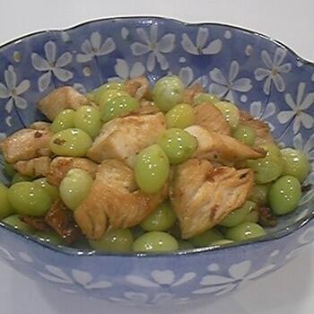 銀杏の彩りがとってもキレイなおかずのレシピです。銀杏は茹でておいて、鶏肉を炒めてスープを加えた後に入れましょう。水溶き片栗粉でとろみを付けた、食べやすい一品です。ご飯のおかずはもちろん、お酒のおつまみにもおすすめ♪