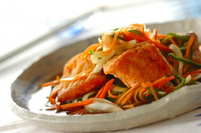 野菜たっぷりの南蛮漬け。鮭は揚げずに焼いてヘルシーに。肉だけでなく魚の作り置きもいくつか冷凍しておくと、献立のバリエーションが広がりますね。