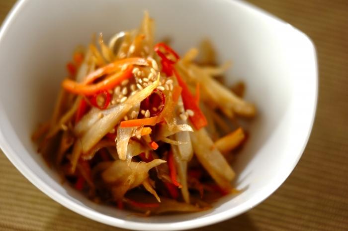 定番の副菜「きんぴらごぼう」は、常に作り置きしておきたい一品です。お好みで七味唐辛子をふっても◎。