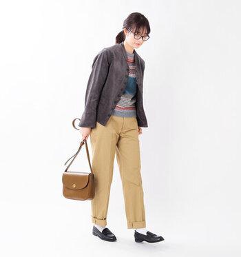 コンパクトで美しいシルエットのドルマンジャケット。羽織っても品の良いデザインですが、ボタンの留め方で印象が変わるという素敵なデザイン。 スカートはもちろん、かっちりとしたパンツでもワイドパンツやワークパンツにも合わせやすく、オンオフ問わず重宝しそう。