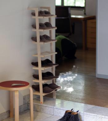 靴だけでなく、スリッパの収納にもぴったり。7段あるので、お客さんがたくさん来た時も安心ですね。玄関以外にも、色々な使い方を試せそう。