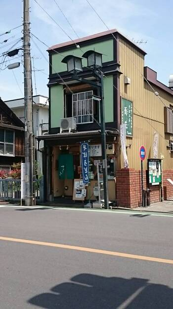 「そば工房 蕎花」は、蔵造りの町並み沿いにあるお蕎麦屋さん。菓子屋横丁からだと歩いて3分ほどの「札の辻」という交差点の近くにあります。