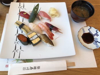 築地の味を堪能したい方は、平日限定の「四季のにぎり寿司」はいかがですか?上質な味をリーズナブルな価格でいただけるのランチは、かなりお得感がありますよね。