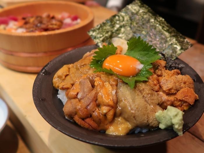 「うに食べ比べ丼」は厳選された5種類のうにが入った贅沢の極み。濃厚な香りとまろやかな味わいを楽しんでみませんか?
