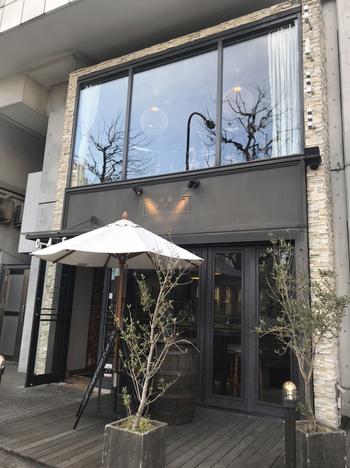 """""""男性の街""""というイメージがある築地エリアで、おしゃれなカフェを発見!「築地テラス」は、築地本願寺のすぐそばにあるカフェダイニングです。"""