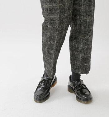 職場のファッションに取り入れやすいのも魅力ポイント。ファッションが甘くなりすぎないようにするアクセントとして、コーデに取り入れたくなる1足です。