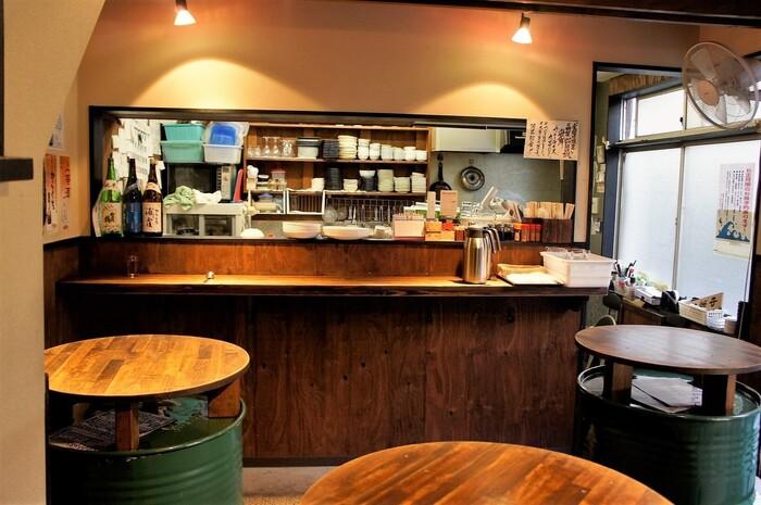 「築地はじめ鮮魚店」は、バーのような雰囲気がステキなお寿司屋さん。2階はお座敷席、1階はカウンタースタイルでお食事を楽しめます。気軽なひとりランチにいかがでしょうか?
