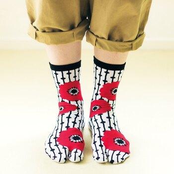 ベーシックコーデのワンアクセントに、ぱっと目を引くデザインの足袋ソックス。好みの絵柄を選べば、1日を元気に過ごせそうですね。人気の和柄をはじめ、北欧テキスタイル風デザインも集めたくなるかわいさ。