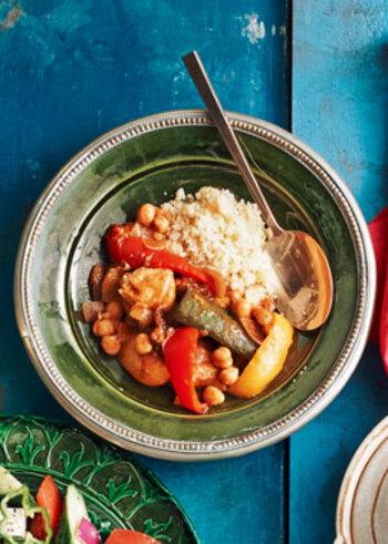 モロッコのシチューは、ひよこ豆を使うのが特徴。ヘルシーでとてもおしゃれなシチューです。クスクスと合わせて、エスニックなおいしさを召し上がれ。