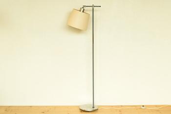 1960~70年頃のデンマークのヴィンテージランプ。インダストリアルな雰囲気がありますが、長い年月を経てきたシェードから漏れる光にはとても温かみがあります。お部屋にも馴染むシンプルなデザインなので、末永く使うことができます。