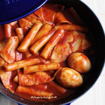日本版でも話題になった料理たちですが、韓国版ではもちろん韓国料理が登場します。トッポギ、マッコリ、蒸し餅といった日本でも人気の高い料理たち。是非、トライできるものは家庭で作ってみましょう。