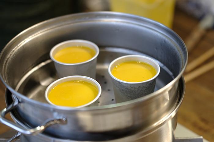 蒸し時間が長いものは、お湯がなくならないように注意しましょう。お湯が少なくなってしまった時には、温度が下がらないように水ではなく沸騰したお湯を足すようにします。