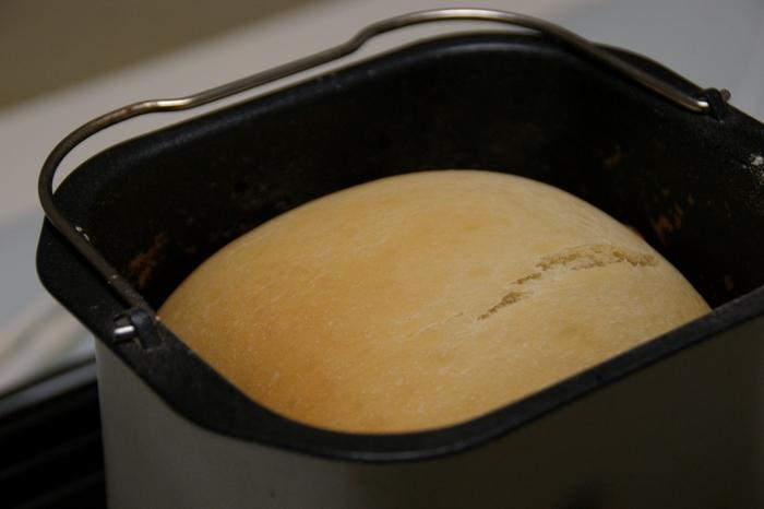 「焼き立てのパンが食べたい!」と思ったら、お家で食パンを作ってみませんか?ホームベーカリーを使えば、材料を入れてポンとボタンを押すだけで、おいしい焼きたてパンが簡単に作れちゃいます。
