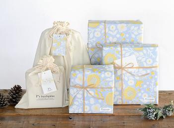 品揃えはもちろんですが、贈り物をするときに気になるのがラッピングですよね。ハシュケのラッピングは北欧風デザインのペーパーと巾着袋の2種類。どちらも、もらって嬉しい気持ちになる素敵なデザインです。熨斗にも対応しているので、お祝いなどにも使えます。