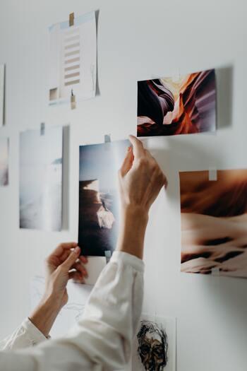 気軽に貼ったり剥がしたりしやすいマスキングテープは、壁に穴を開けたくない方にもオススメ♪あえてラフに貼ることでおしゃれに見せることができます。