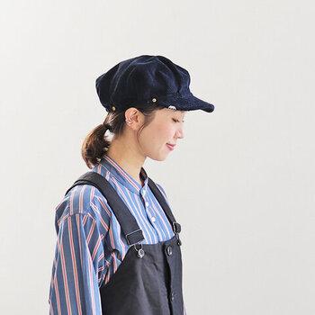 肉厚なコーデュロイを採用し、ボリューム感のあるワークキャップに。独特な丸みのあるシルエットが、被るだけで大人のこなれ感を演出してくれます。後ろ側にはゴムが入っているので、フリーサイズで着用が可能。