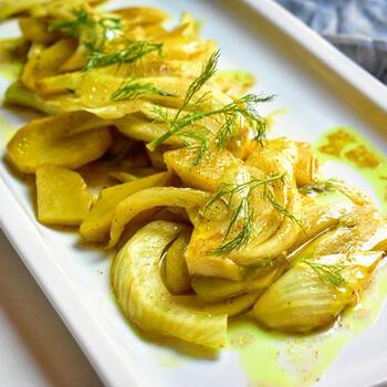 実はその爽やかな甘さがカレーとの相性がとても良いフェンネル。お野菜がたっぷり食べられて、ご飯もお酒にも合う一品です。余ったらお弁当のおかずにも◎。