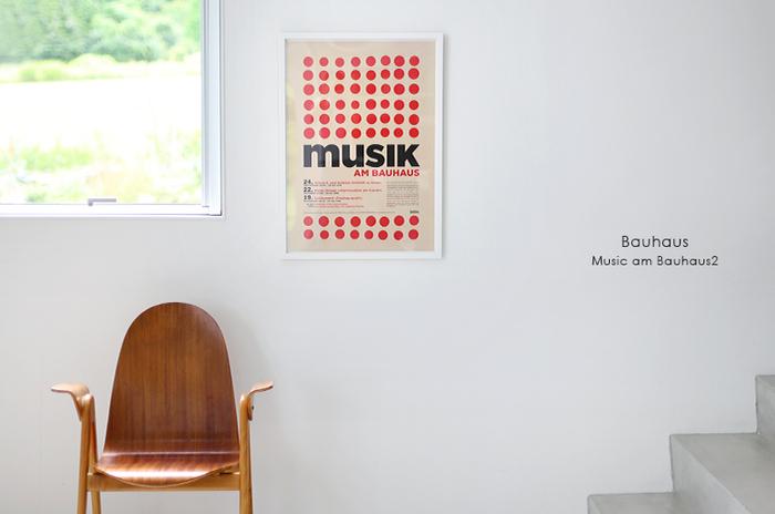 独特の味わい深い雰囲気を持つヴィンテージ系ポスター。ドイツにあった芸術学校「Bauhaus(バウハウス)」のアートポスターはシンプルでレトロな存在感。