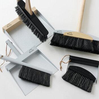 ハンドブラシやテーブルブラシ、ちりとりやルームブラシなど、自宅の掃除で使いたいアイテムを好みで選べるセット商品になっています。