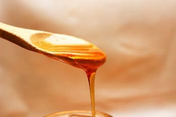 お砂糖の代わりにはちみつを加えると、柔らかな風味が広がるハニーラテに。疲労回復効果もあるため、疲れた日や忙しい日々にはぴったりのドリンクです。