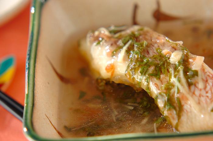 さっぱりした美味しさの鯛に、爽やかな梅あんがとろりとからんで、まるで料亭の味わい。鯛を揚げていますので、コクもあります。