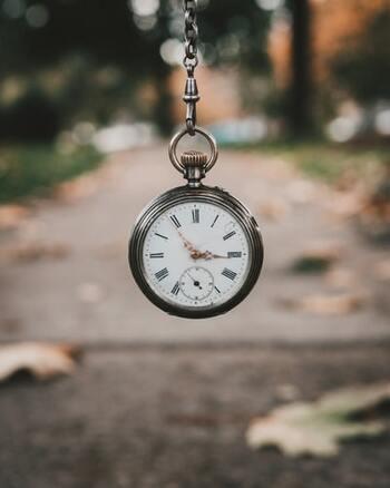 ひとつの出来事も、見る視点を「過去」や「未来」に置き替えてみることで、捉え方は不思議と違ってくるもの。