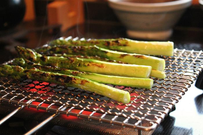 バーベキューで食べるような焼き野菜が、お家で手軽に楽しめます。塩だけのシンプルな味付けがとっても美味しい!ステンレスの網は丈夫で長く使えます。