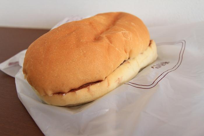一番人気は「あんバター」。あんこの上品な甘さとバターの塩気が絶妙!福田パンを訪れたらまず頼んでおきたいメニューです。甘い系はピーナッツバター、ジャムバター、ホイップクリームなど迷ってしまうほど種類豊富で、メニュー選びからワクワクしそうですね。