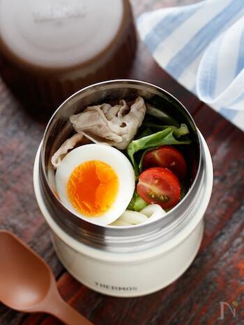食欲の出ない暑い日にもツルツル食べられる冷やしうどん。野菜やお肉をプラスして栄養もアップして。