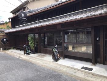 一見するとイタリアンレストランとは思えない趣きのある建物。「cervo bianco(チェルボ ビアンコ)」は江戸時代に建てられた古民家をリノベーションしたレストランなんですよ。