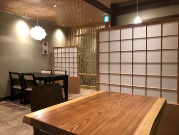 大和茶のおいしさをより深く味わってほしいとの想いから誕生した「GRANCHA(グランチャ)」で、日本(世界)中で最も濃い抹茶大福をいただいてみませんか?しっとりと落ち着いた茶寮でいただく和スイーツは、奈良らしい時間を運んでくれますよ。