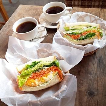 サンドイッチがおいしいことでも定評があります。パンとの相性を考えて組み合わせる季節の野菜は、どれも新鮮でシャキシャキ。大きな口で頬張れば、野菜とパンのハーモニーが広がりますよ。