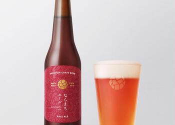 """奈良市内に初めて登場したクラフトビールの醸造所「なら麦酒ならまち醸造所」は、ブリュワーの青山政義さんが""""おいしいビールを飲んでもらって、少しでも奈良の思い出に残ることができたら""""と立ち上げました。醸造所と店舗が併設されているので、ここで味見をしてから選ぶのも良いですね。"""