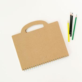 ドイツのデザイン賞を受賞した持ち手付きがおしゃれなPRIVATE CASEのデザインノート。ハンドルを握って持ち運ぶことができ、これを使えばユニークなアイデアがどんどん浮かんできそうですね。