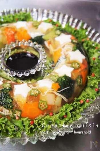こちらは、エンゼル型を使った野菜のテリーヌ。白だしや山葵ソースを使った、和の風味です。ホールケーキのような華やかさがテーブルを素敵に演出してくれます。
