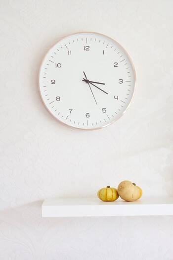 """待ち合わせの時間にいつも遅れてきたり、約束を忘れたり…。時間にルーズだと、だらしない印象を与えてしまうだけでなく、何度も続くと信用を失ってしまうことも。待たせている人の""""時間を奪っていること""""を忘れてはいけません。"""